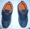 Одна пара малодетской обуви - полуботинки (кроссовки).